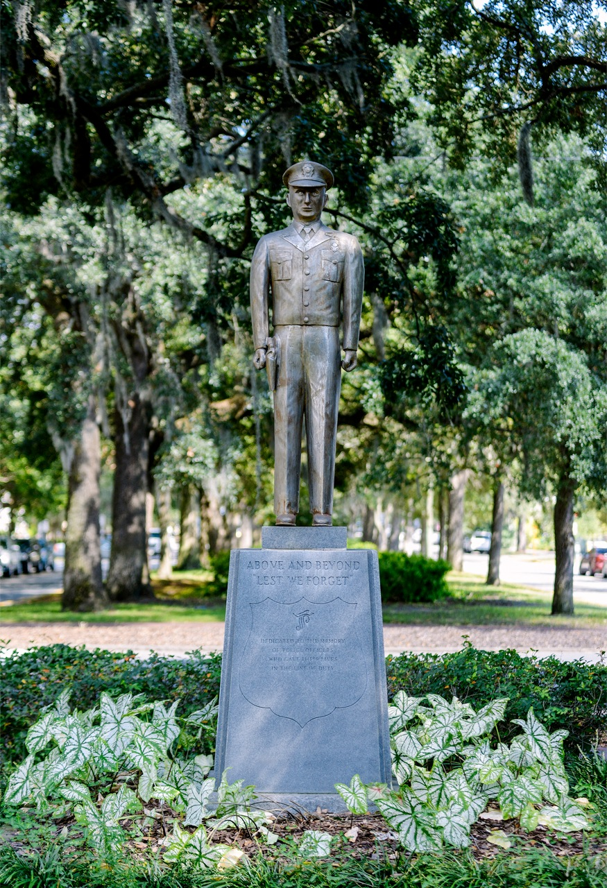 Savannahs Statues Police Memorial Park Youre Welcome Savannah 875x1280