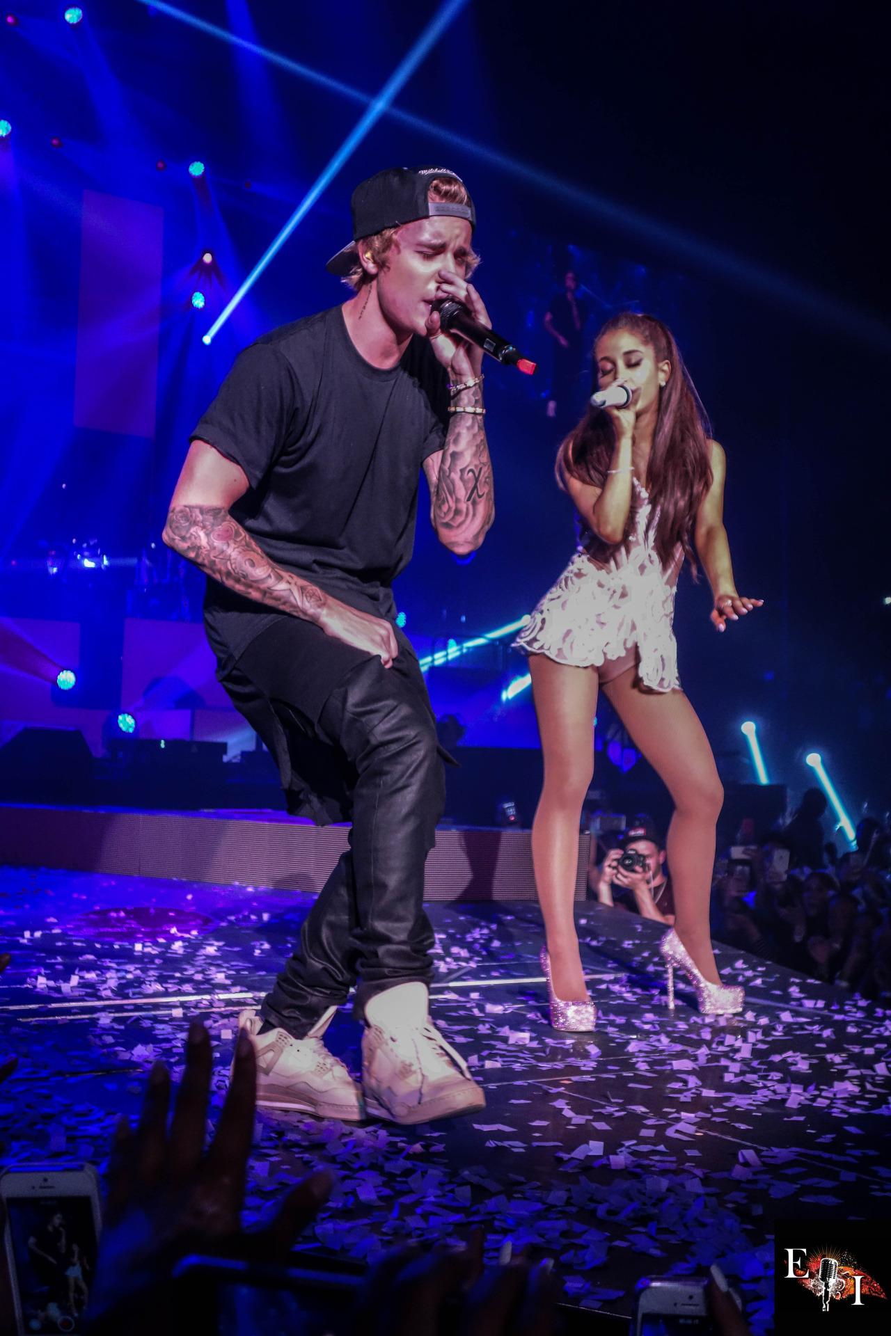 Surprise Justin Bieber hits up the stage at Ariana Grande 1280x1920
