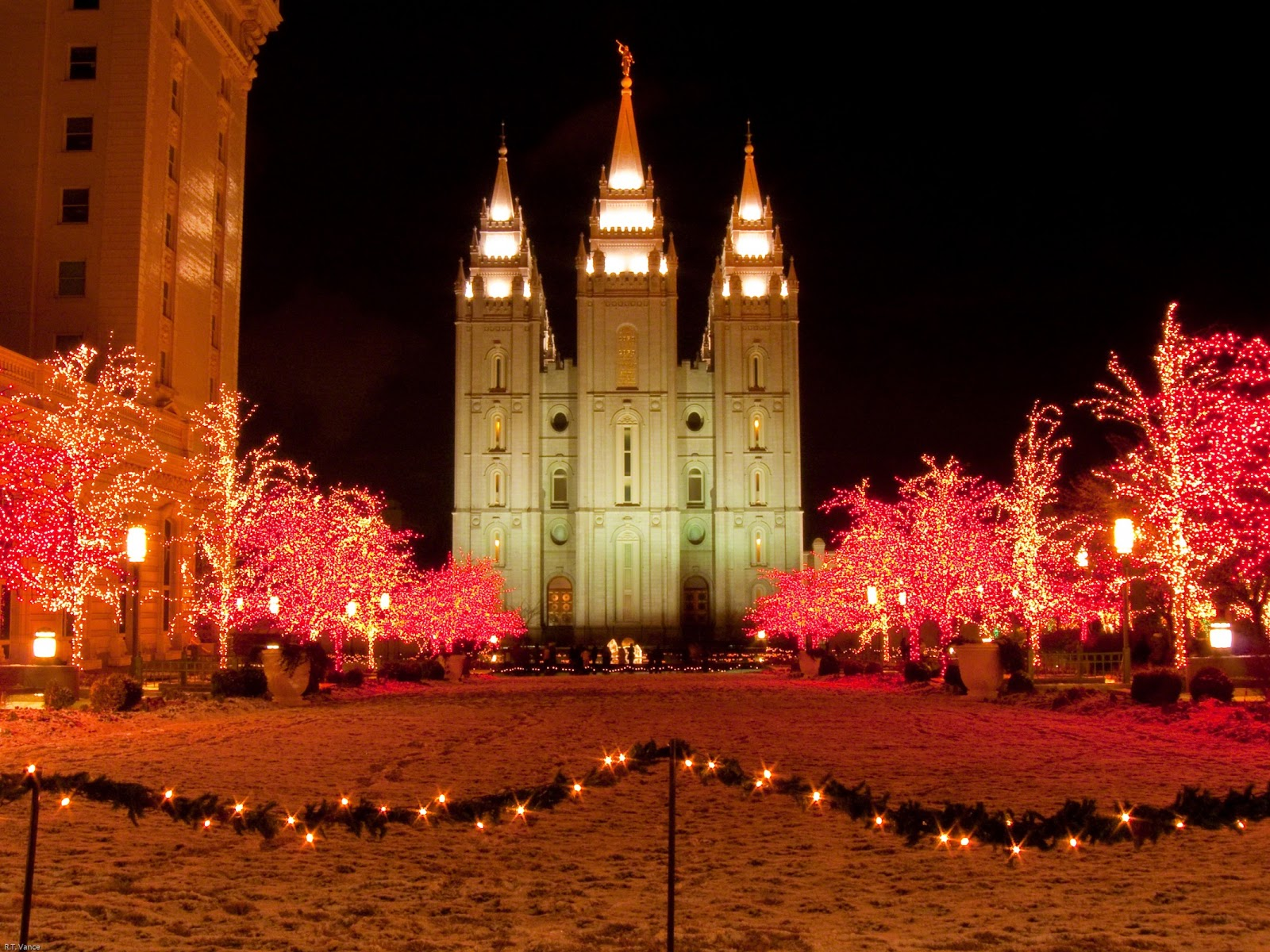 salt lake temple christmas 770730 wallpaper   LDS SMILE 1600x1200