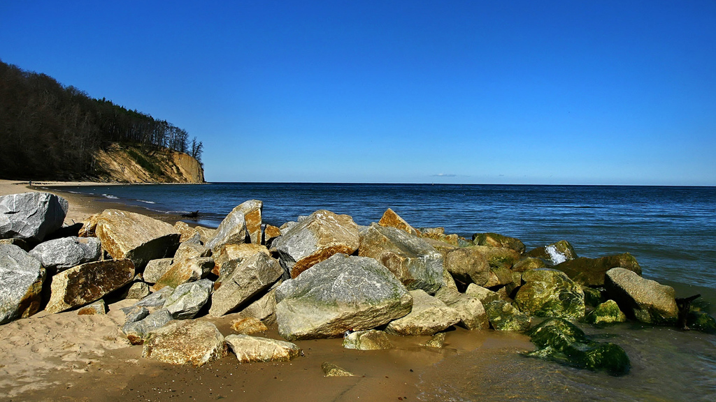Sunny handy rock beach wallpaper   Beach Wallpapers 1024x576