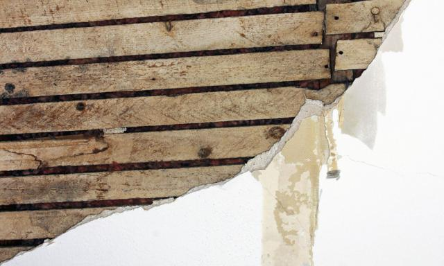 Remove Wallpaper from Plaster Walls and Minimize Damage 640x384