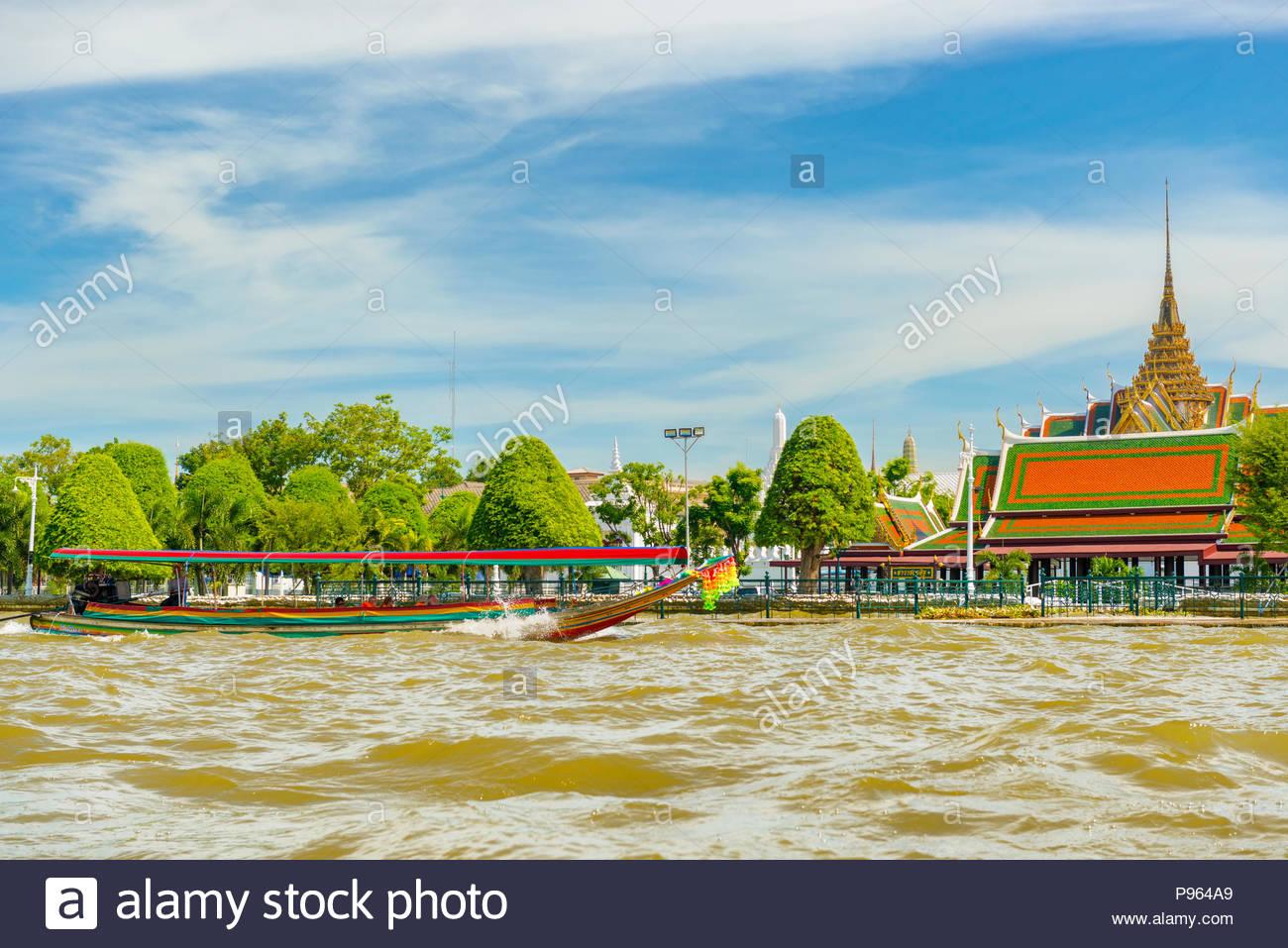 Bangkok Thailand   Nov 24 2017 Boats with tourists floating on 1300x957
