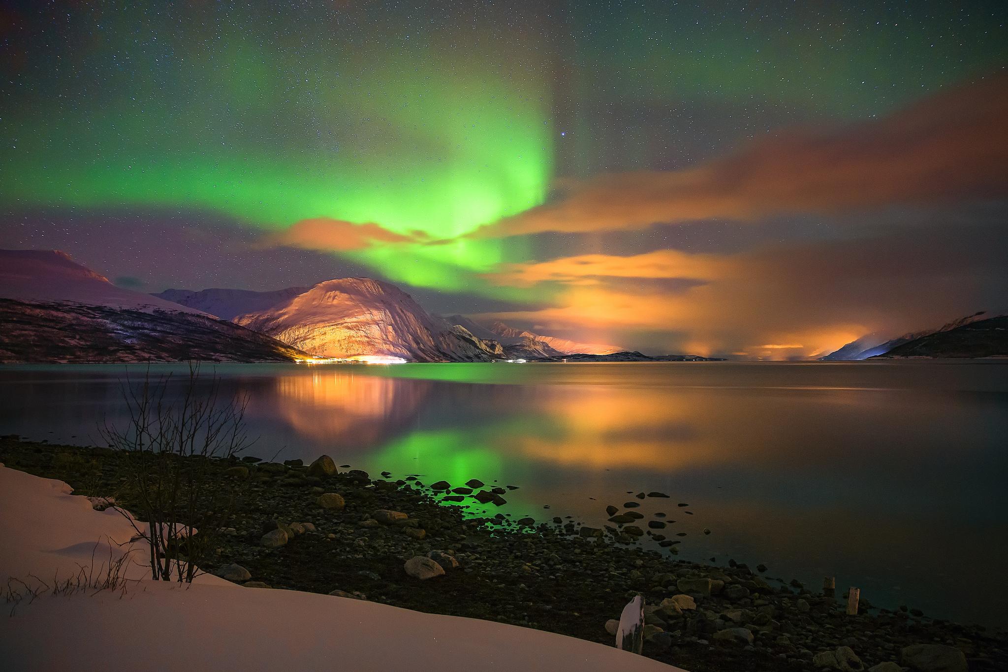 Wallpaper aurora borealis the northern lights sky stars mountains 2048x1365