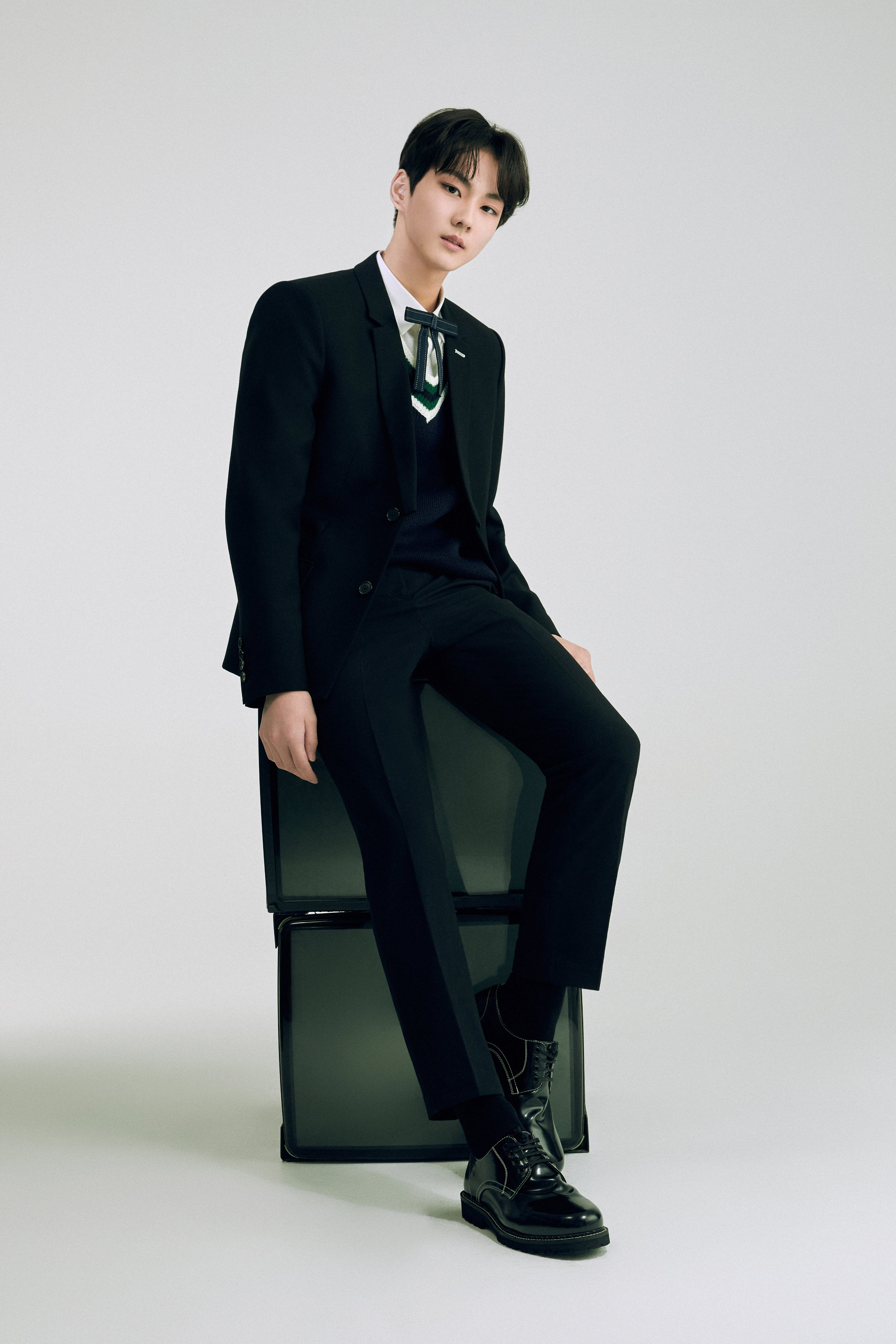 ENHYPEN Official Profile Jungwoo   ENHYPEN Photo 43587561 2731x4096