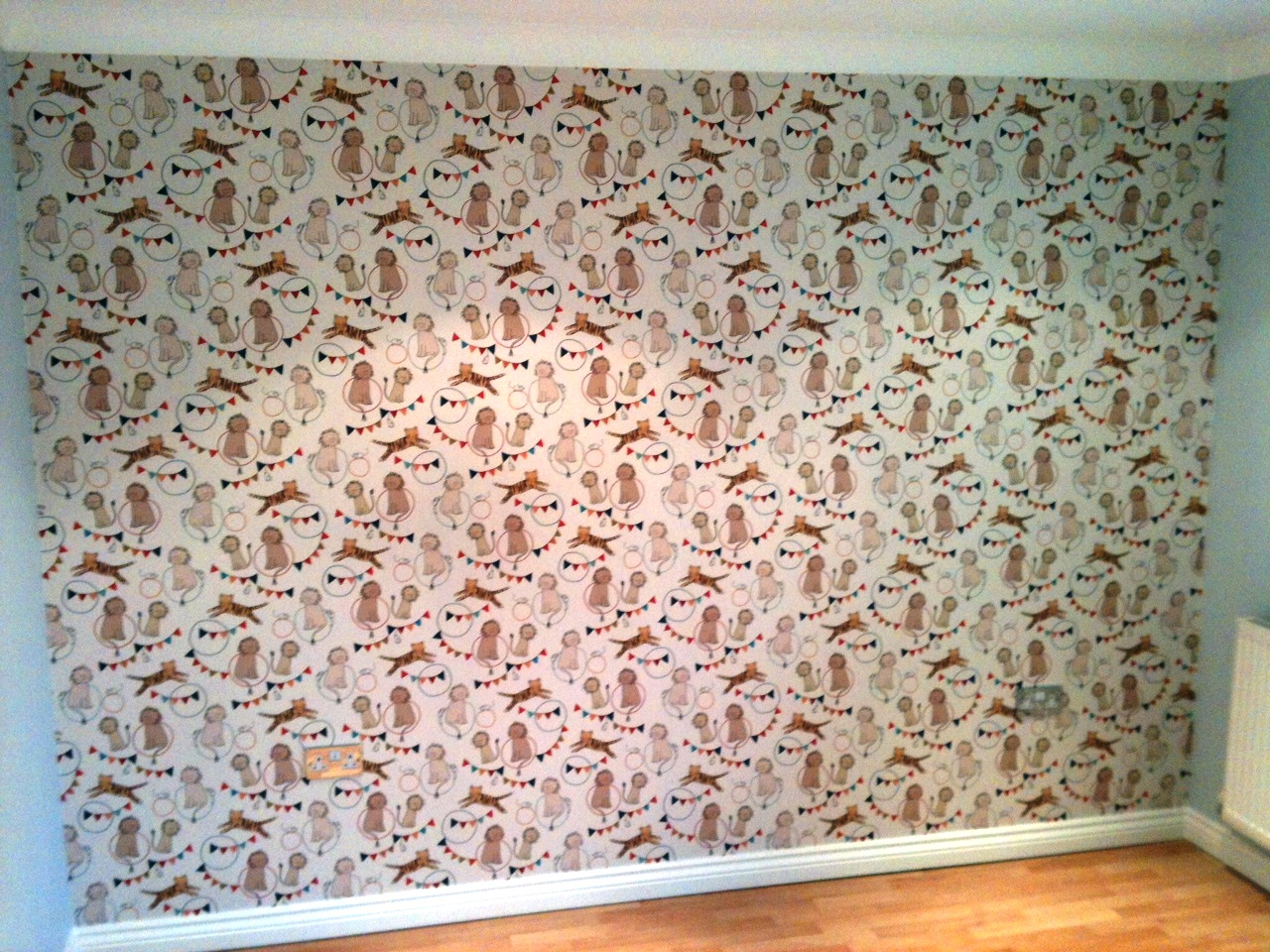 Miltion and King wallpapered feature wall 1280x960