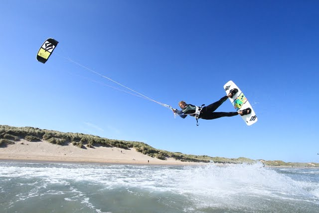 Kitesurfing Uk Kitesurfing Wallpaper Gear Kite Board Logo Pictures 640x427