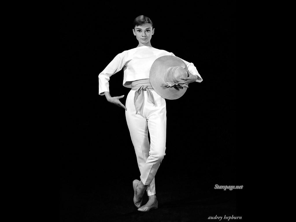Audrey Hepburn 1680 x 1050 Wallpaper 1024x768