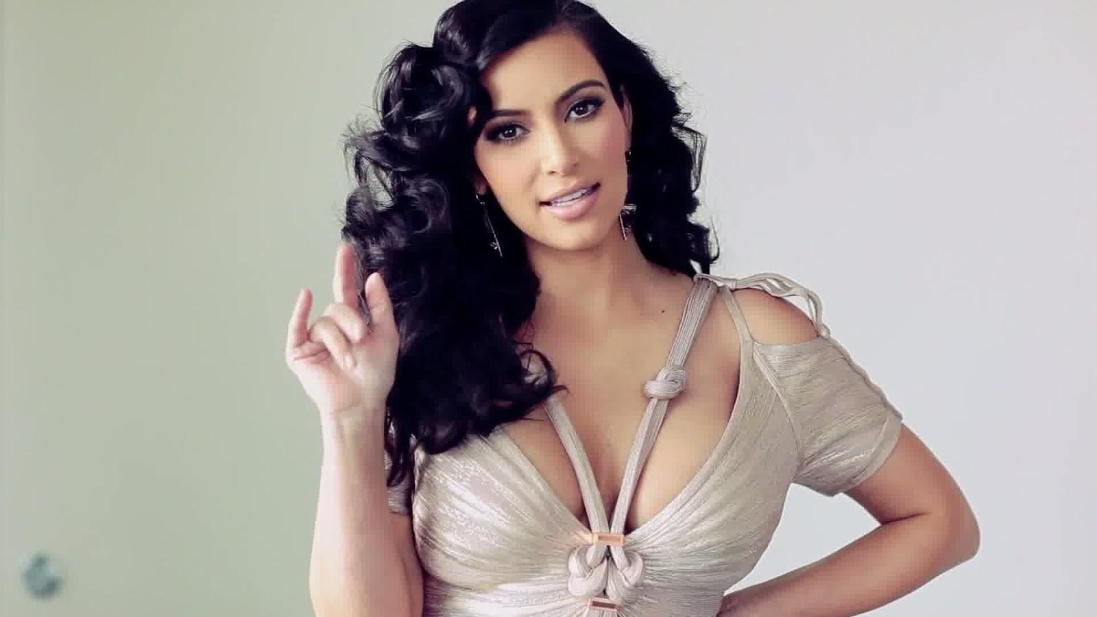 Kim Kardashian Hot HD Wallpapers 2013 1600x900