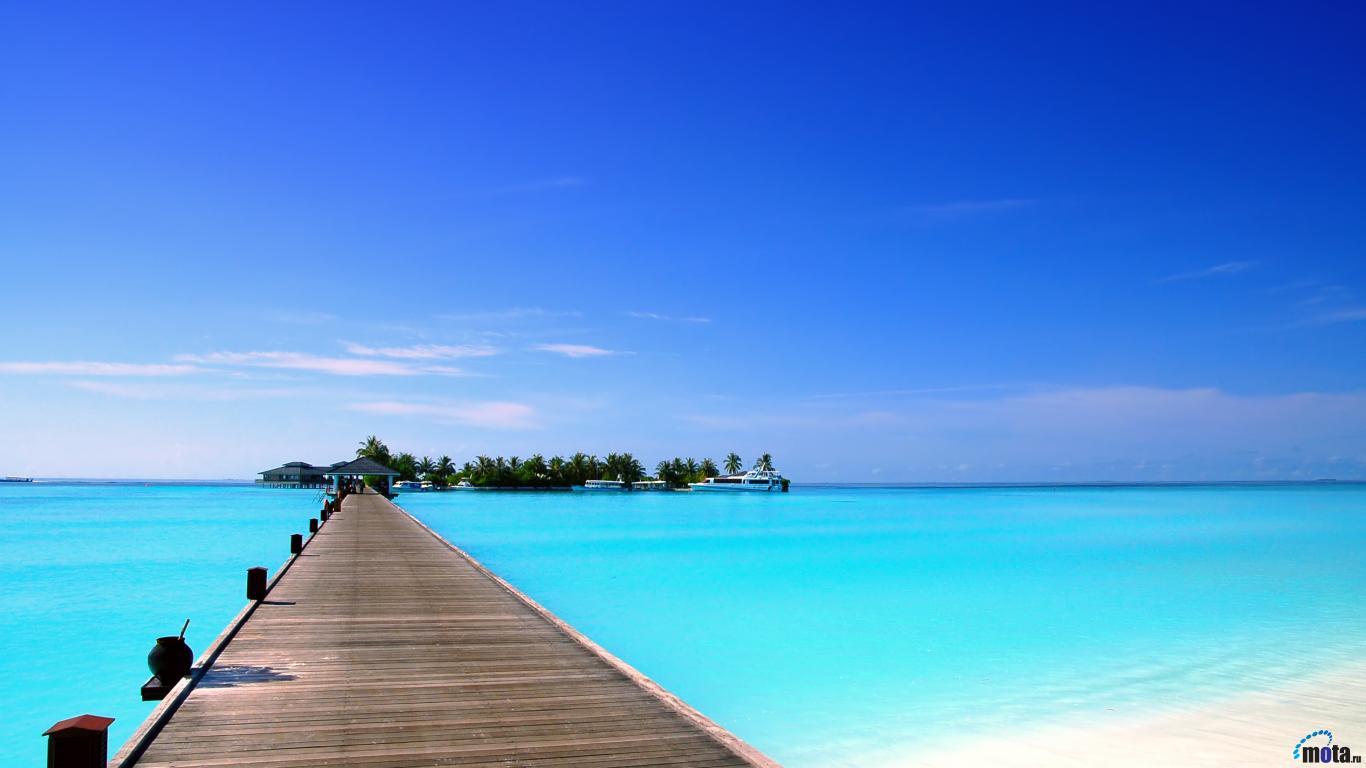 Download Wallpaper Sun Island hotel Maldives islands 1366x768