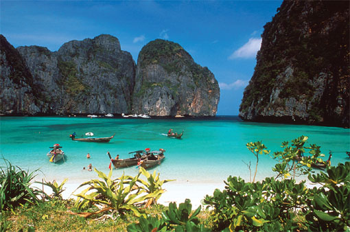 cottage large wavy beach phuket beach fiilled with tourist boats 510x338