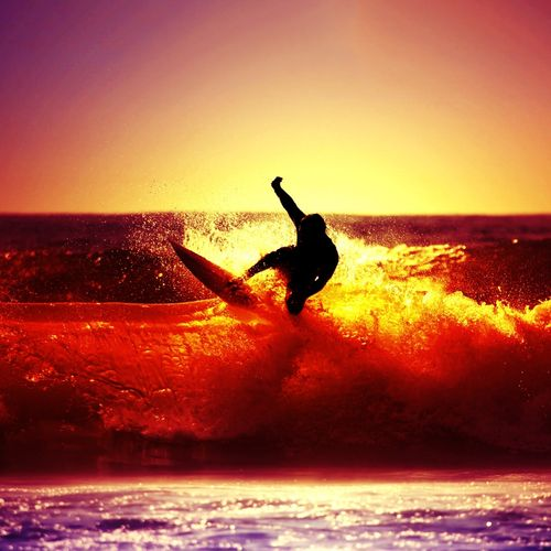 Blackberry iPad Sunset Surfing Screensaver For Kindle3 And DX 500x500