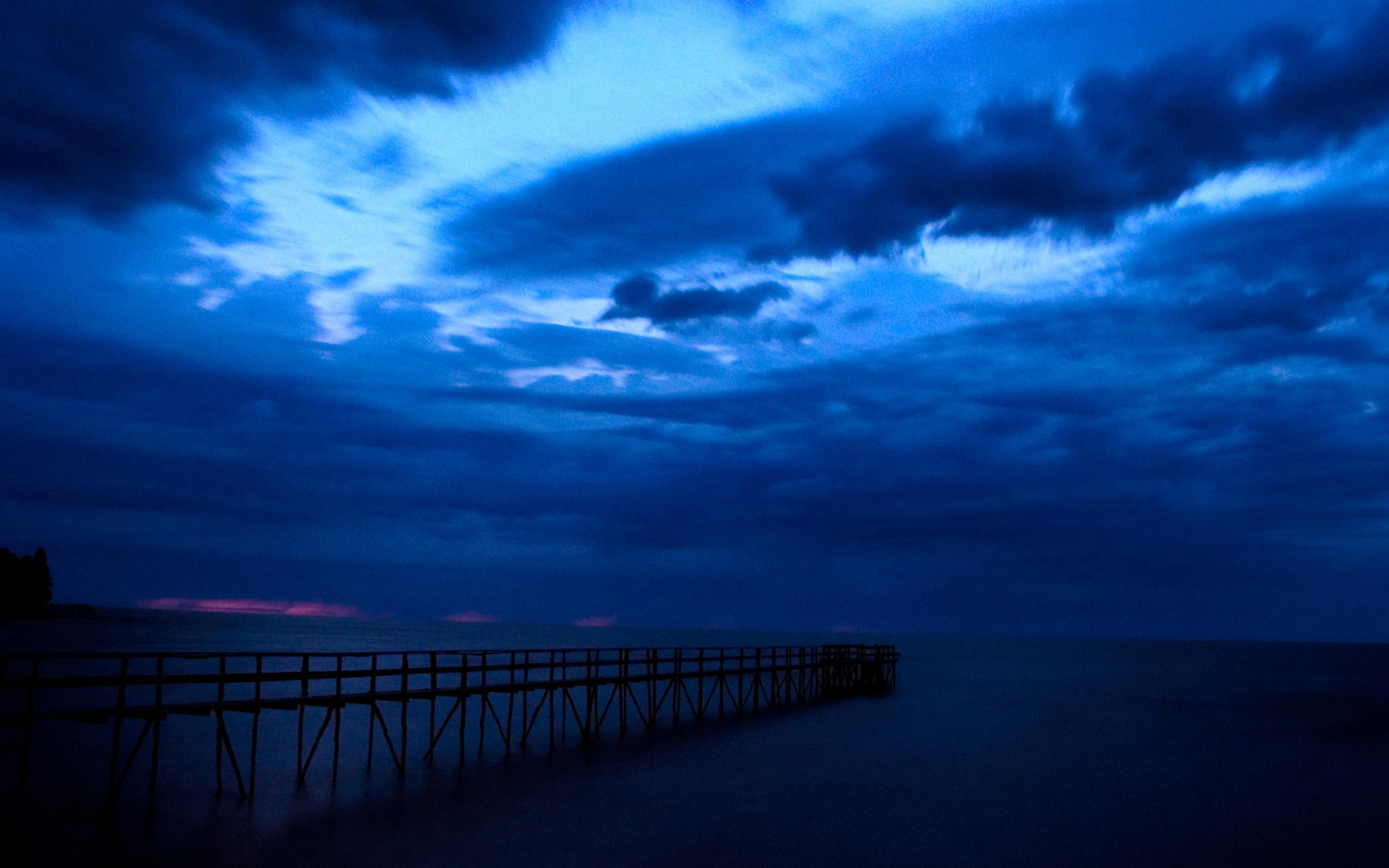 Wallpaper clouds lake winnipeg pier sky storm sunrise desktop 2560x1600
