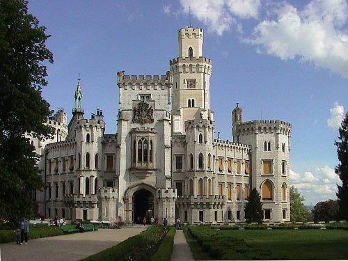 Related wallpapers places castles castle hluboka 500x375