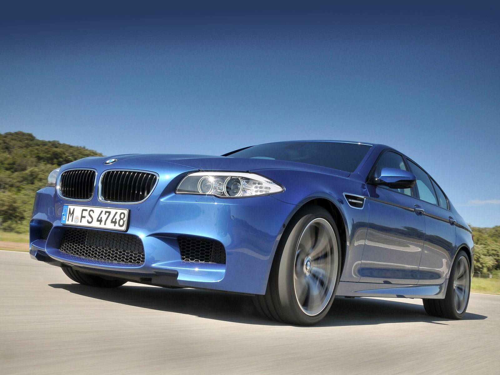 2012 BMW M5 car accident lawyers informations wallpaper 1600x1200