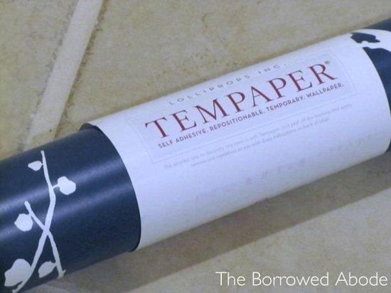 Rental friendly temporary wallpaper by Tempaper Designs rental 550x412