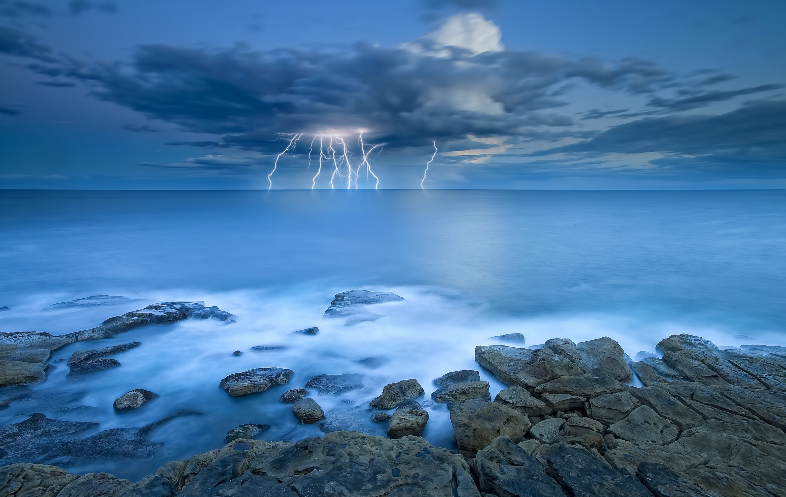 Storm Wallpapers Pictures Images 2500x1581