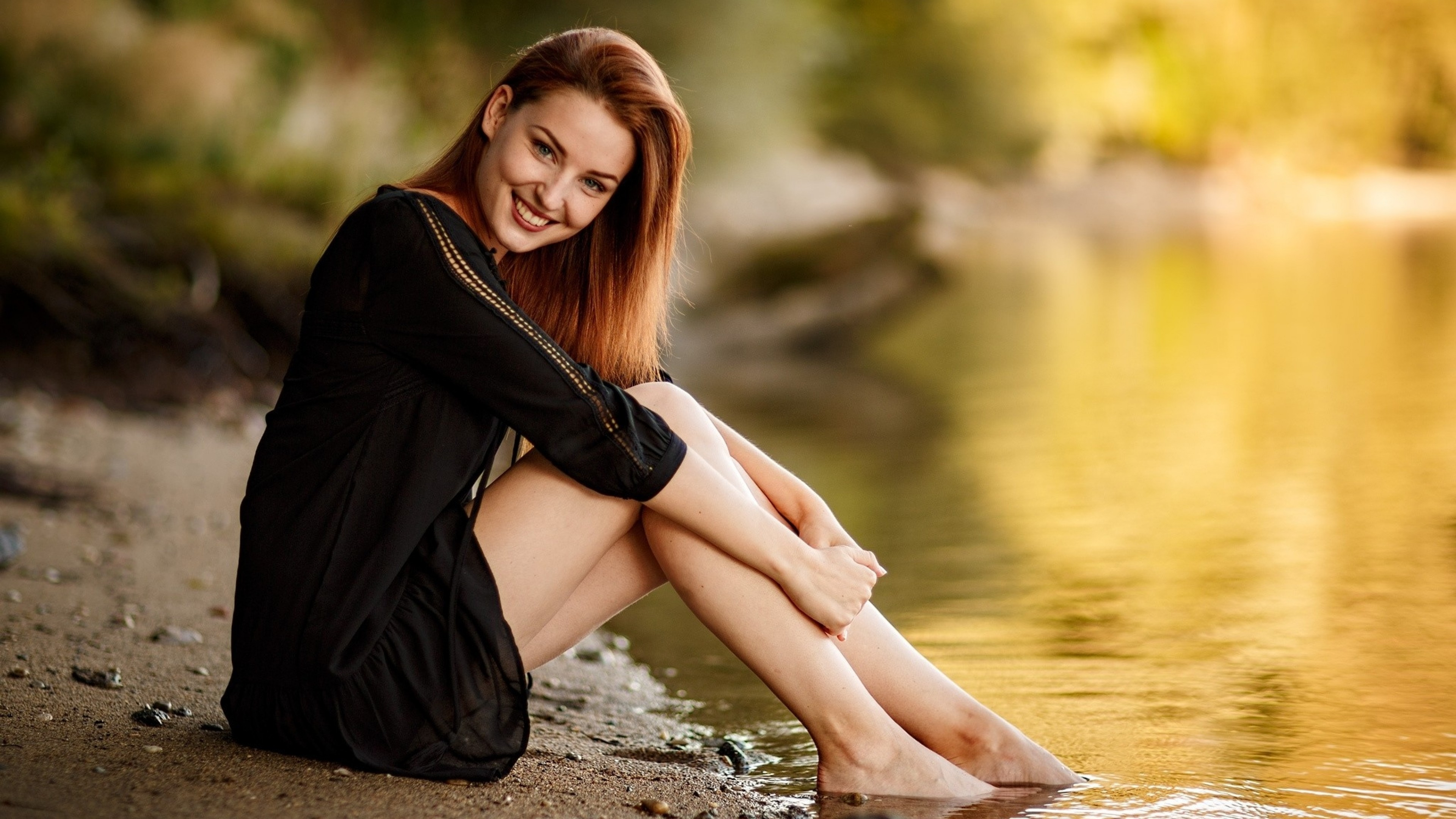 Download 3840x2160 Redhead Smiling Sitting Water Model 3840x2160