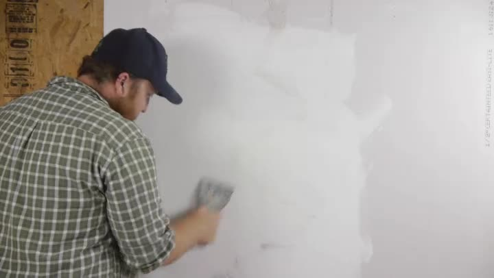 Video How to Skim Coat a Wall After Wallpaper Removal eHow 720x406