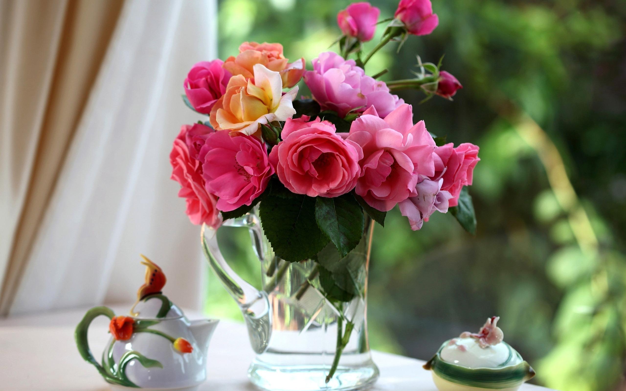 Roses in the vase Wallpaper 22809 2560x1600