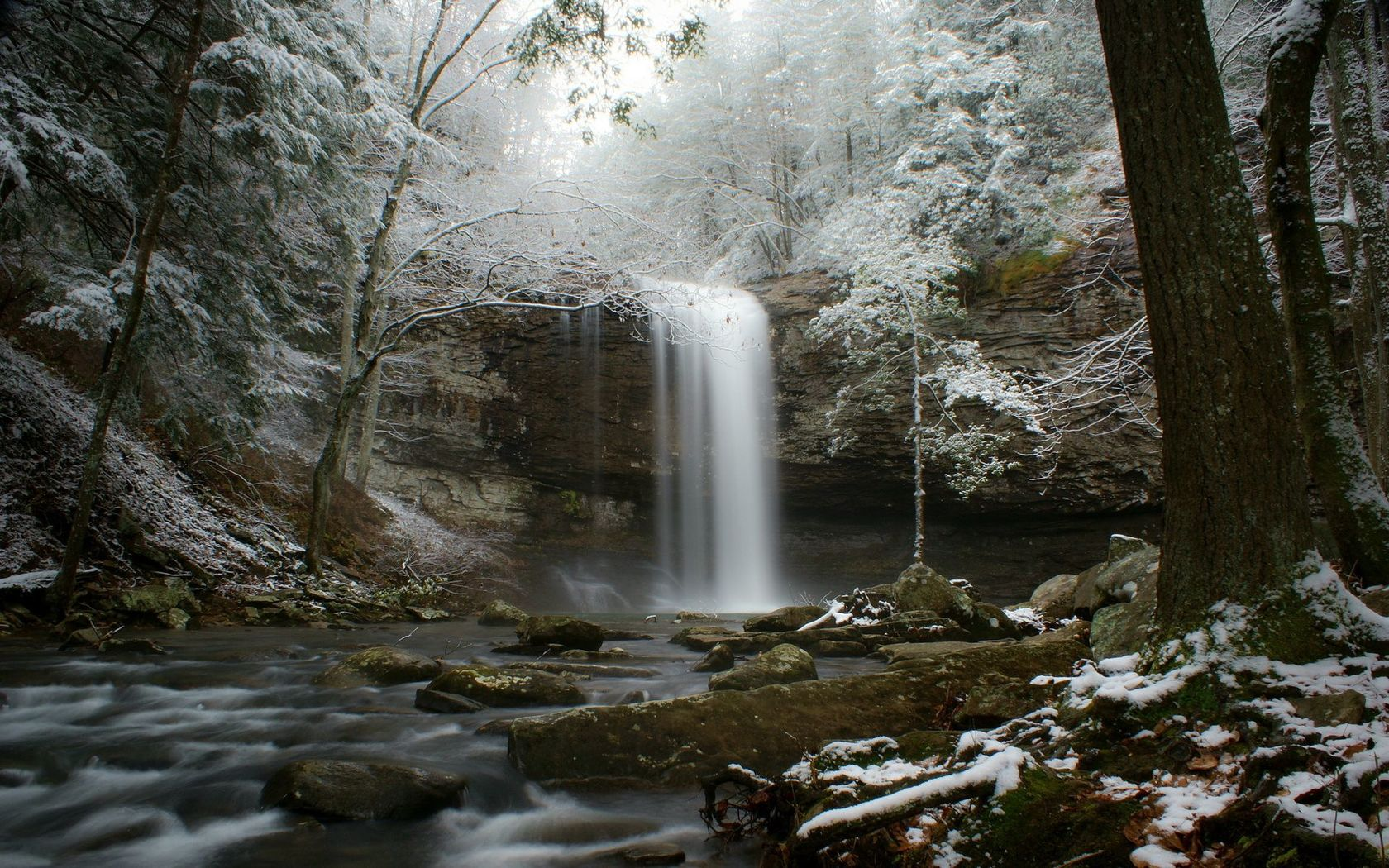Winter waterfall Widescreen Wallpaper   19426 1680x1050