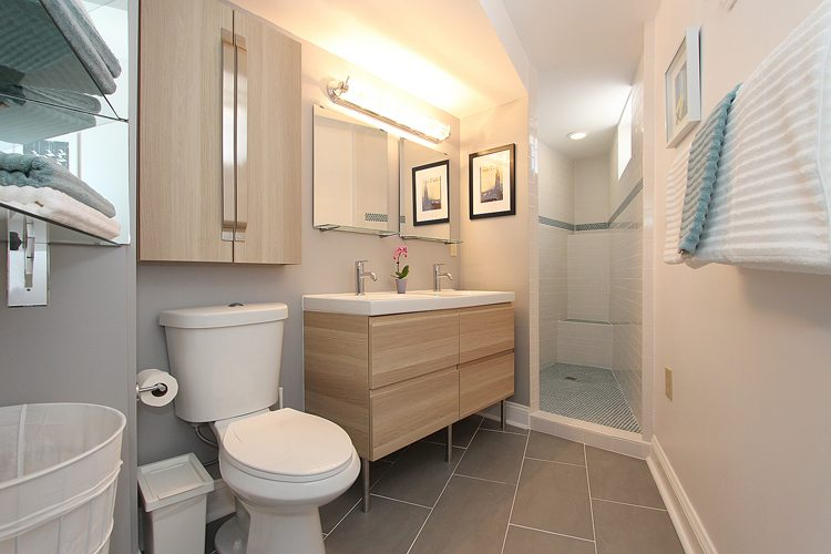 Modern element applied beautiful in a functional and stylish bathroom 750x500