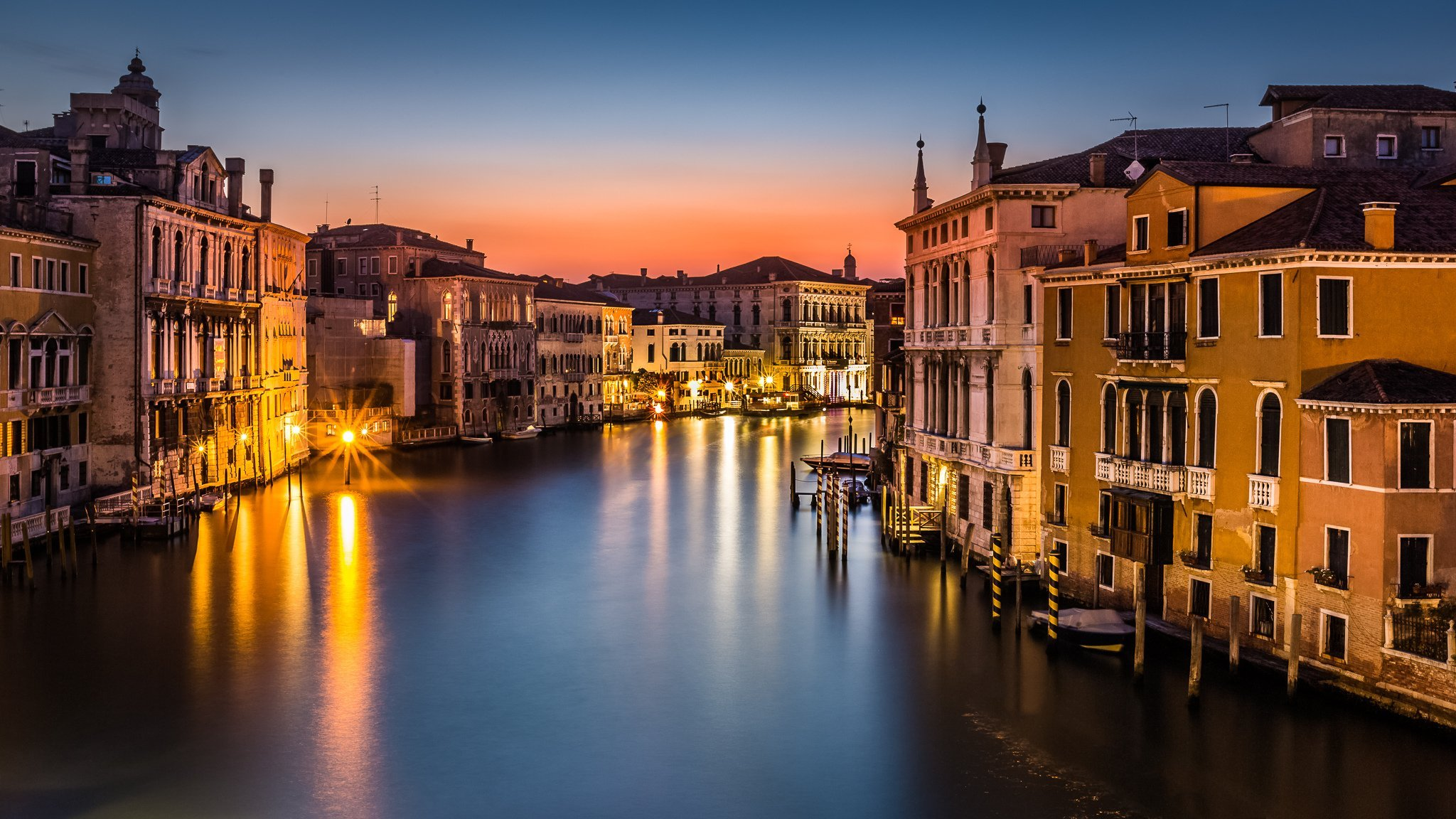 Venice Canal Boat Buildings HD wallpapers Collection 2048x1152