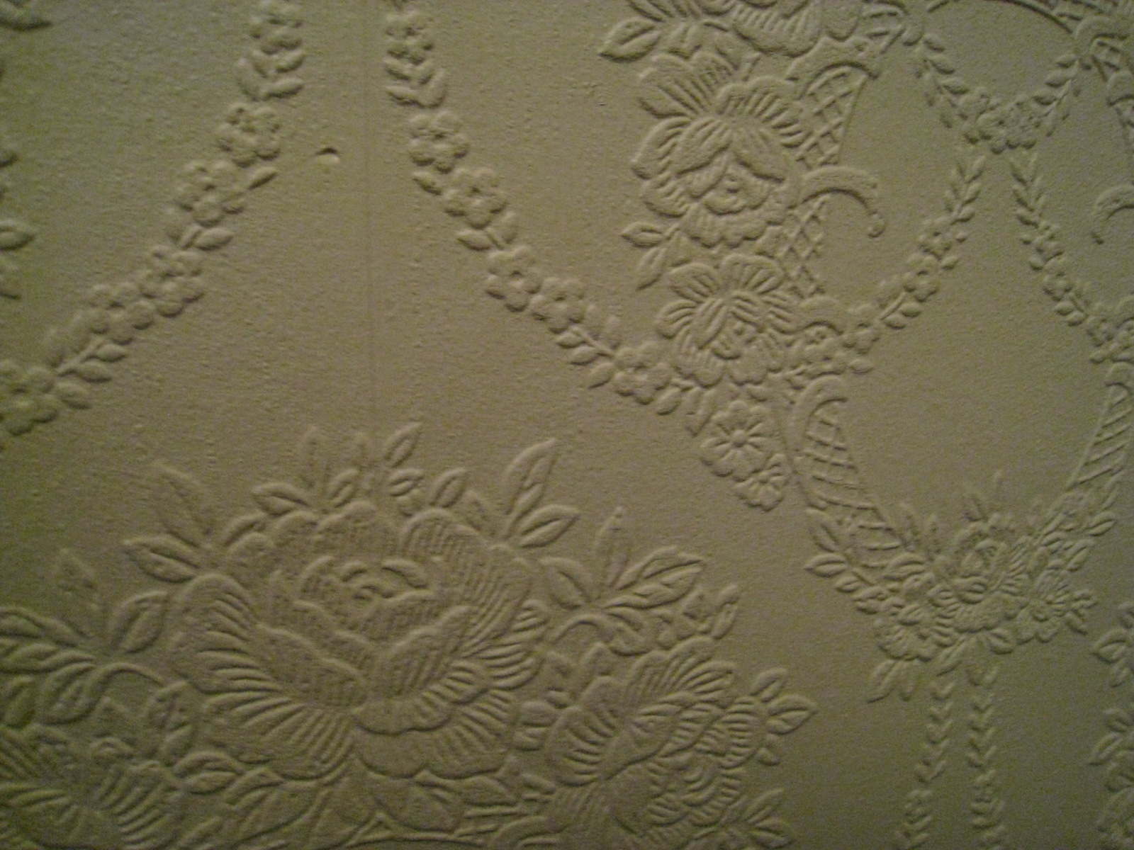 Paintable wallcovering is an affordable solution for damaged walls 1600x1200