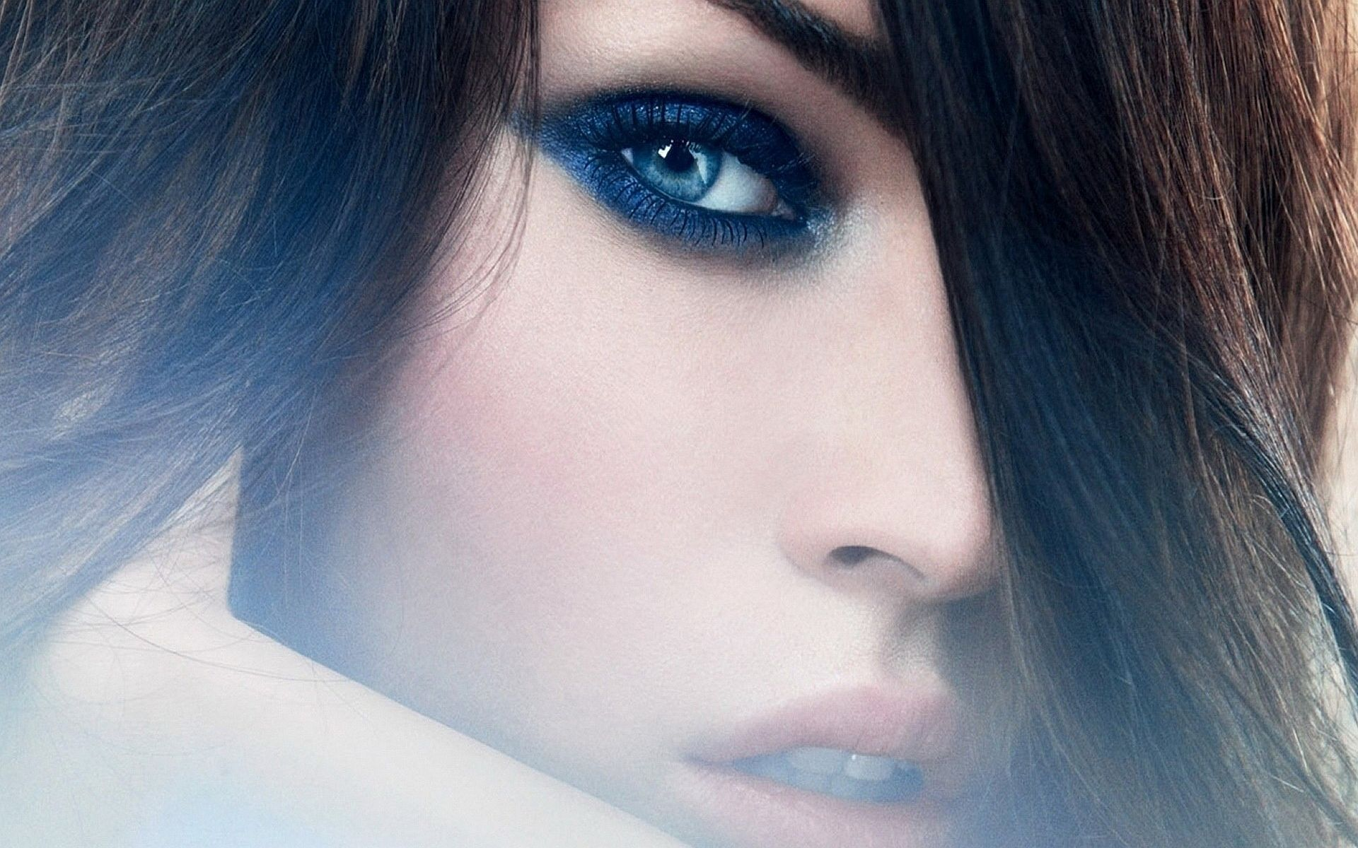 Mag HD Wallpapers Megan Fox Blue Eyes 1920x1200