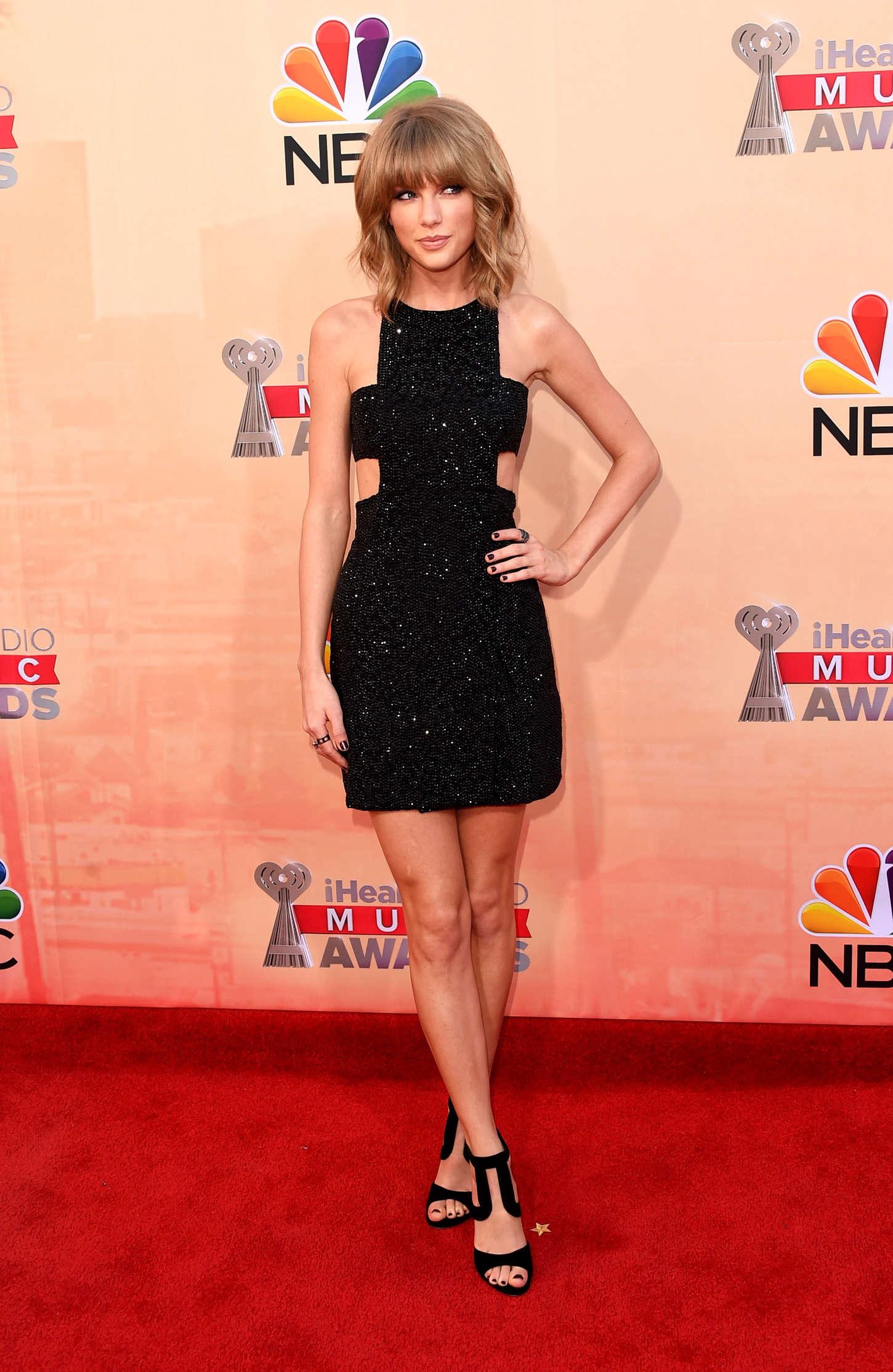 Taylor Swift 2015 iHeartRadio Music Awards  17   GotCeleb 1450x2228
