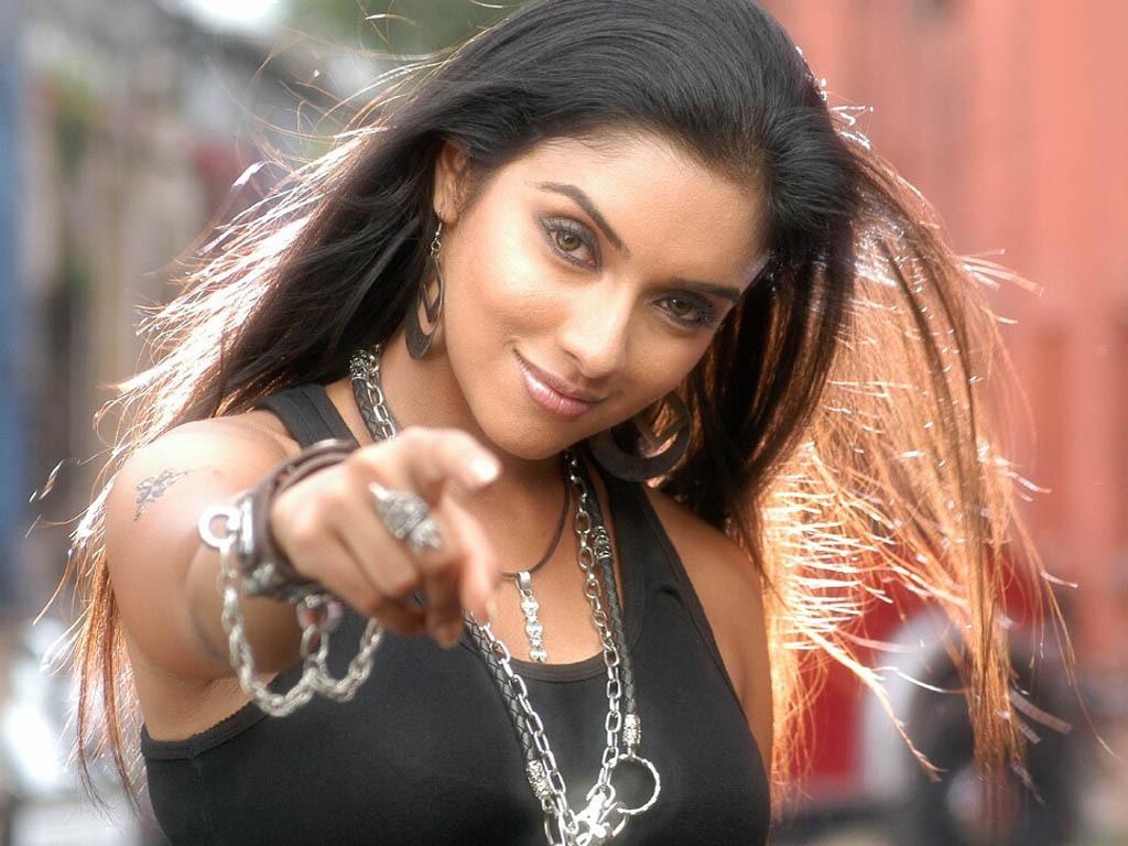 asin   Bollywood Stars Wallpaper 4474777 1024x768