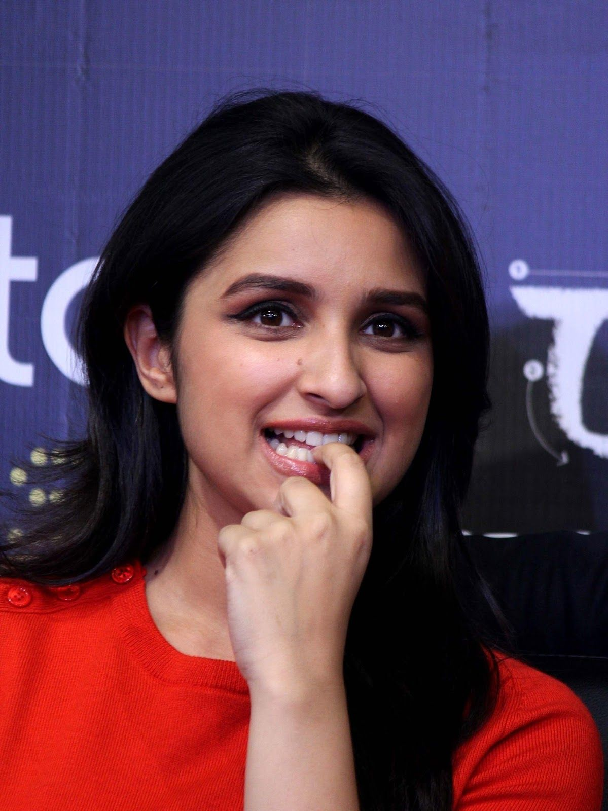 Parineeti Chopra HD Wallpapers Images Pari in 2019 Parneeti 1199x1600