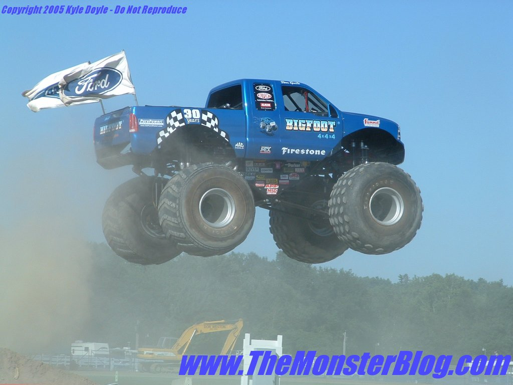 Bigfoot Monster Truck Wallpaper Funny   Doblelolcom 1024x768
