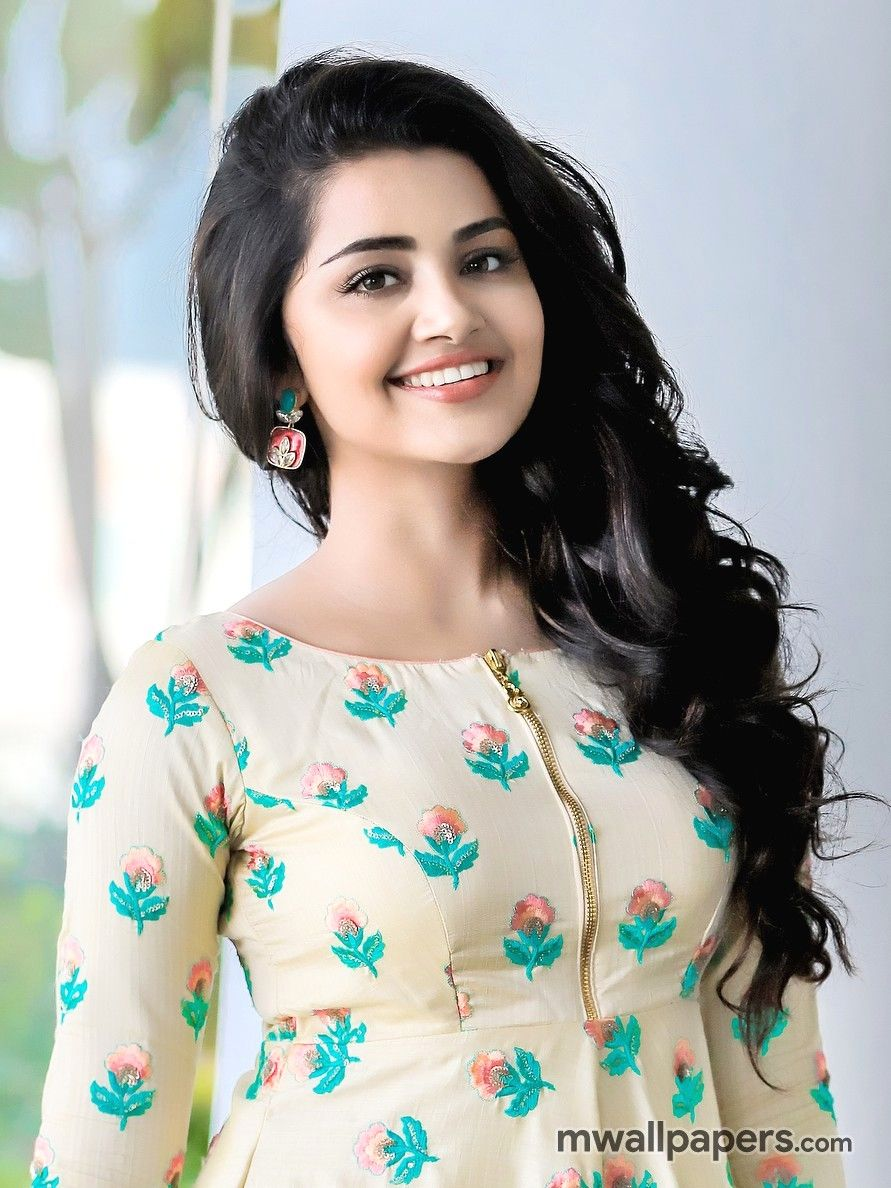 Anupama Parameswaran HD Images   916 anupama actress 891x1188