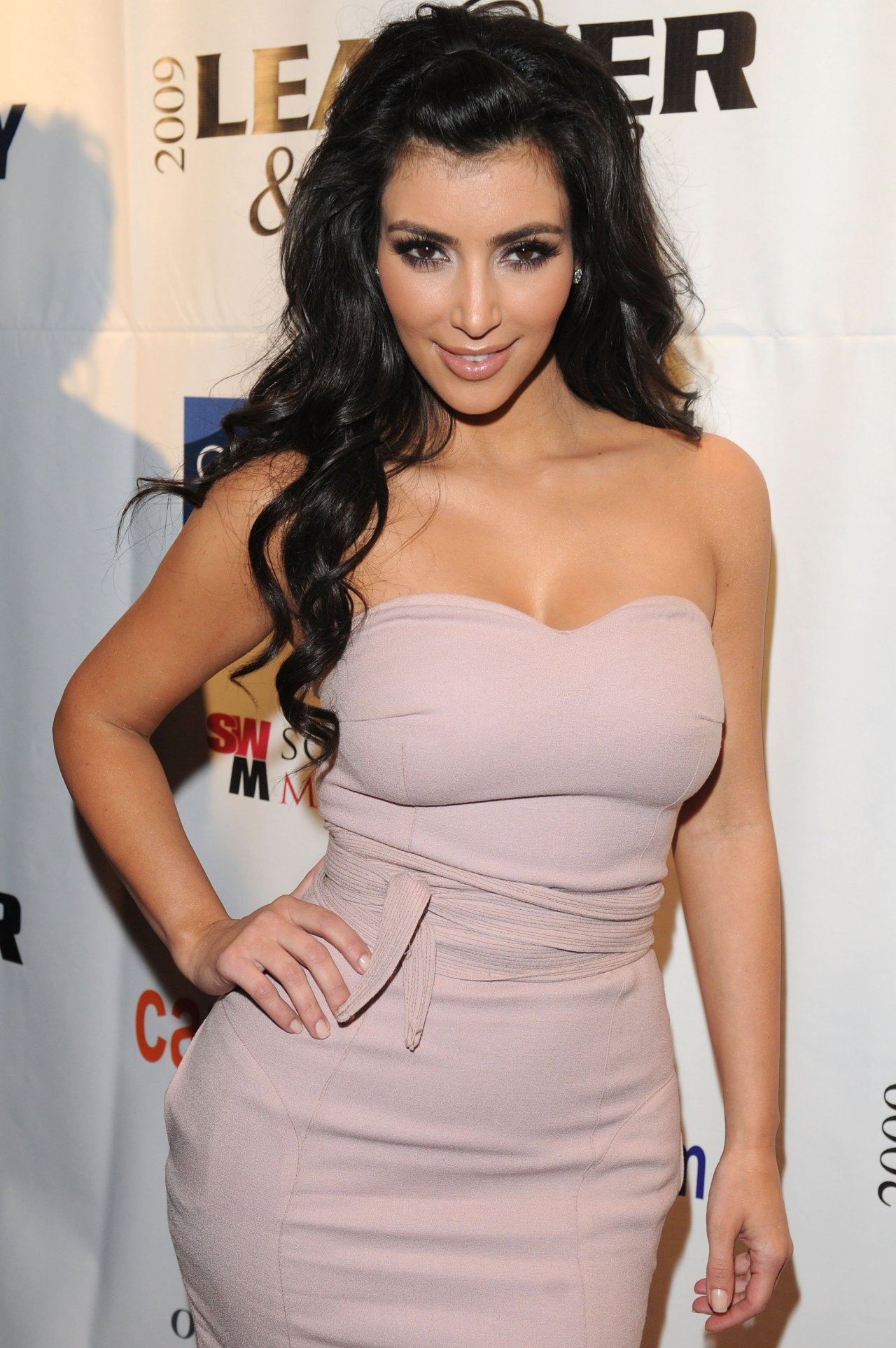 Kim Kardashian wallpapers 14466 Beautiful Kim Kardashian pictures 1280x1926