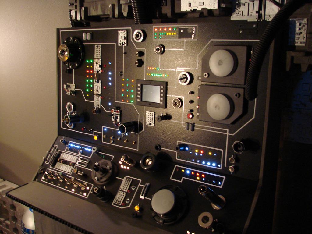 Millenium Falcon Cockpit Millennium falcon cockpit 1024x768