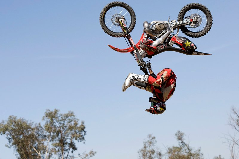 Dirt Bikes Tricks id 50136 800x533