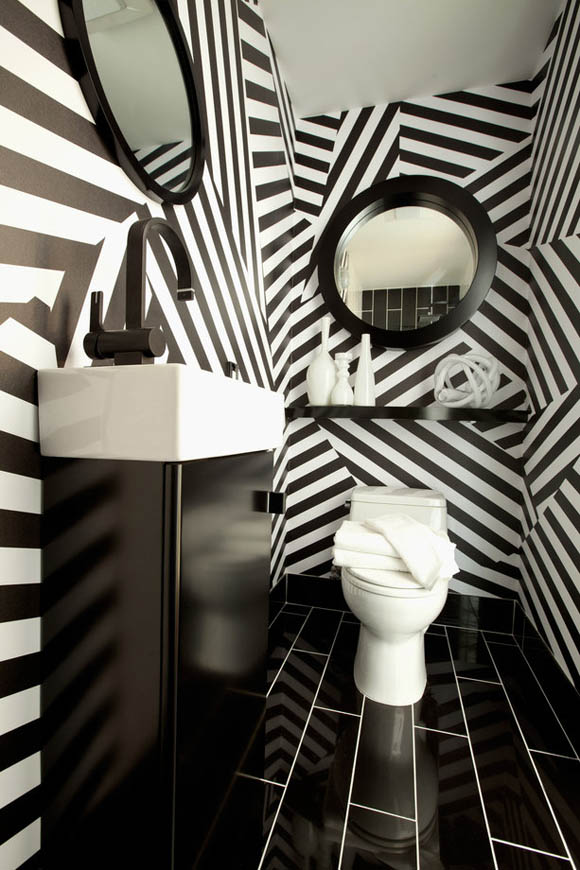 Black and White Wallpaper in the BathroomSarah Sarna A Lifestyle 580x870