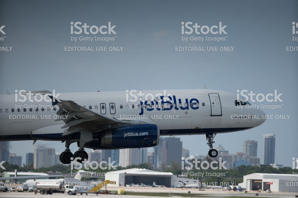 Jetblue On Takeoff Fort Lauderdale In The Background Stock Photo 1024x683