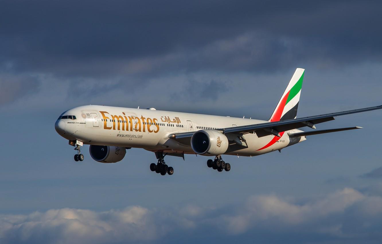 Wallpaper Boeing liner Emirates 777 31H images for desktop 1332x850