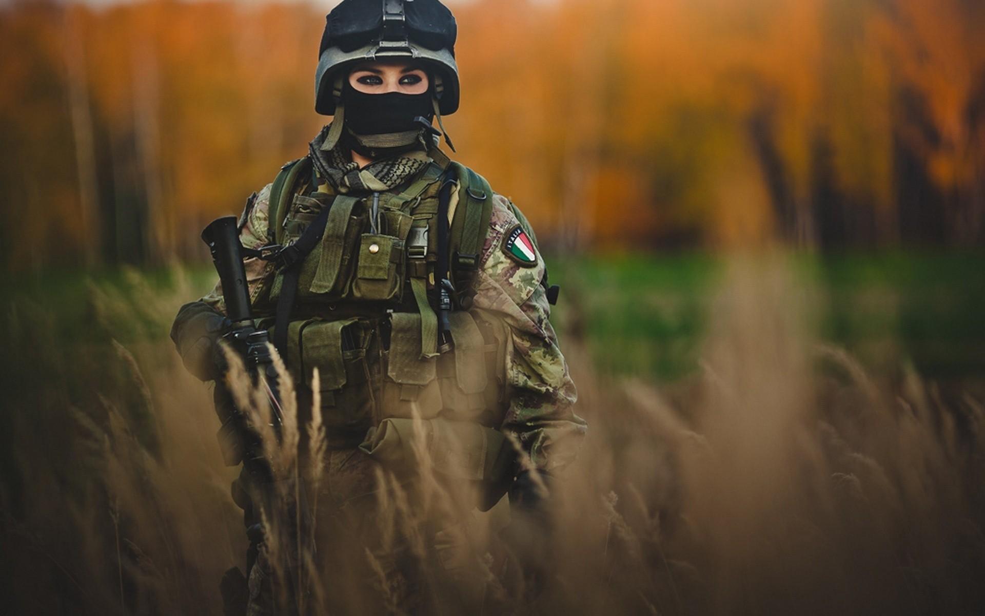 Italian Women Soldiers, grass, gun, italian, military, soldiers, woman