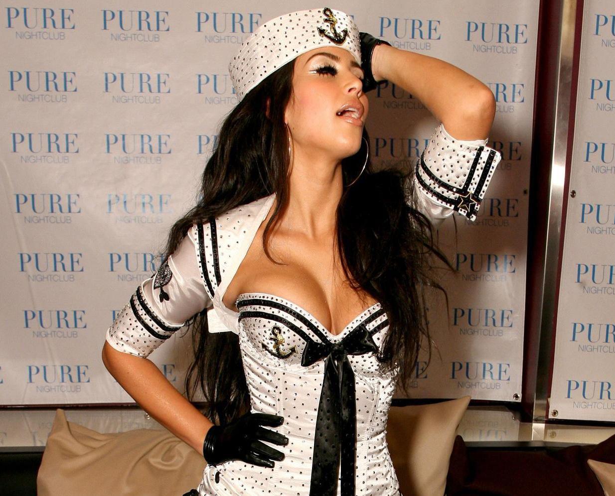 kim kardashian hd wallpaper 2013 kim kardashian hd wallpaper 2013 1234x996
