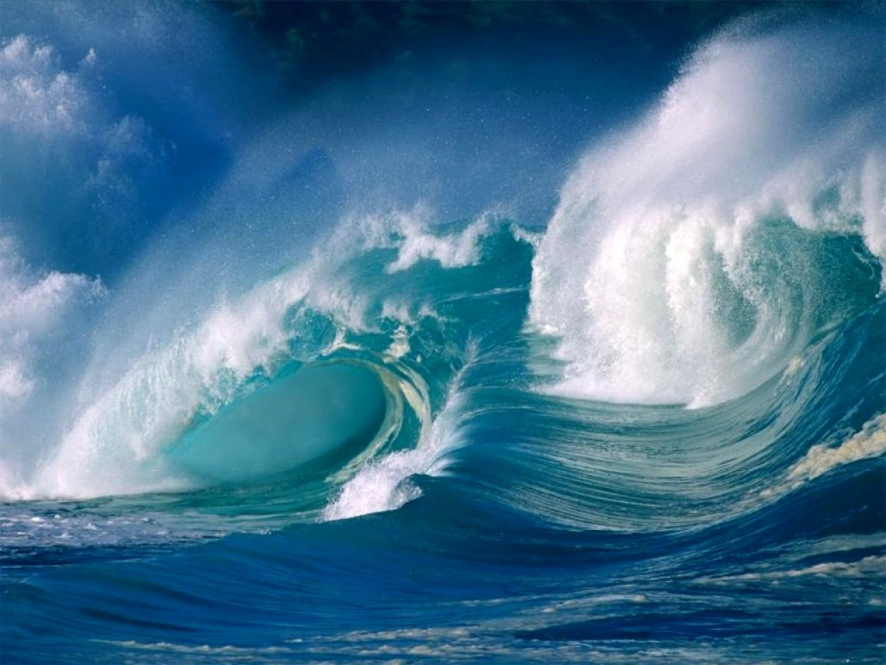 free desktop wallpaper of crushing ocean waves crushing ocean waves 1280x960