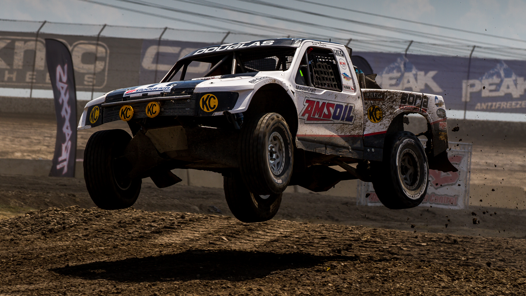 offroad race racing truck pickup 4x4 wallpaper background 2000x1125