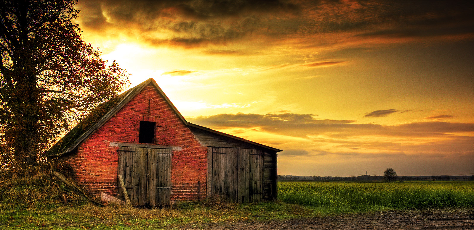 Old Barn Wallpaper Old barn 1 by nassimhasan 1600x778