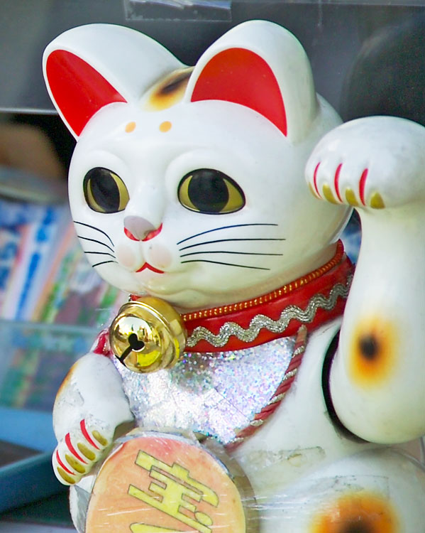 Japanese Good Luck Cat Wallpaper These cats are called maneki 599x750