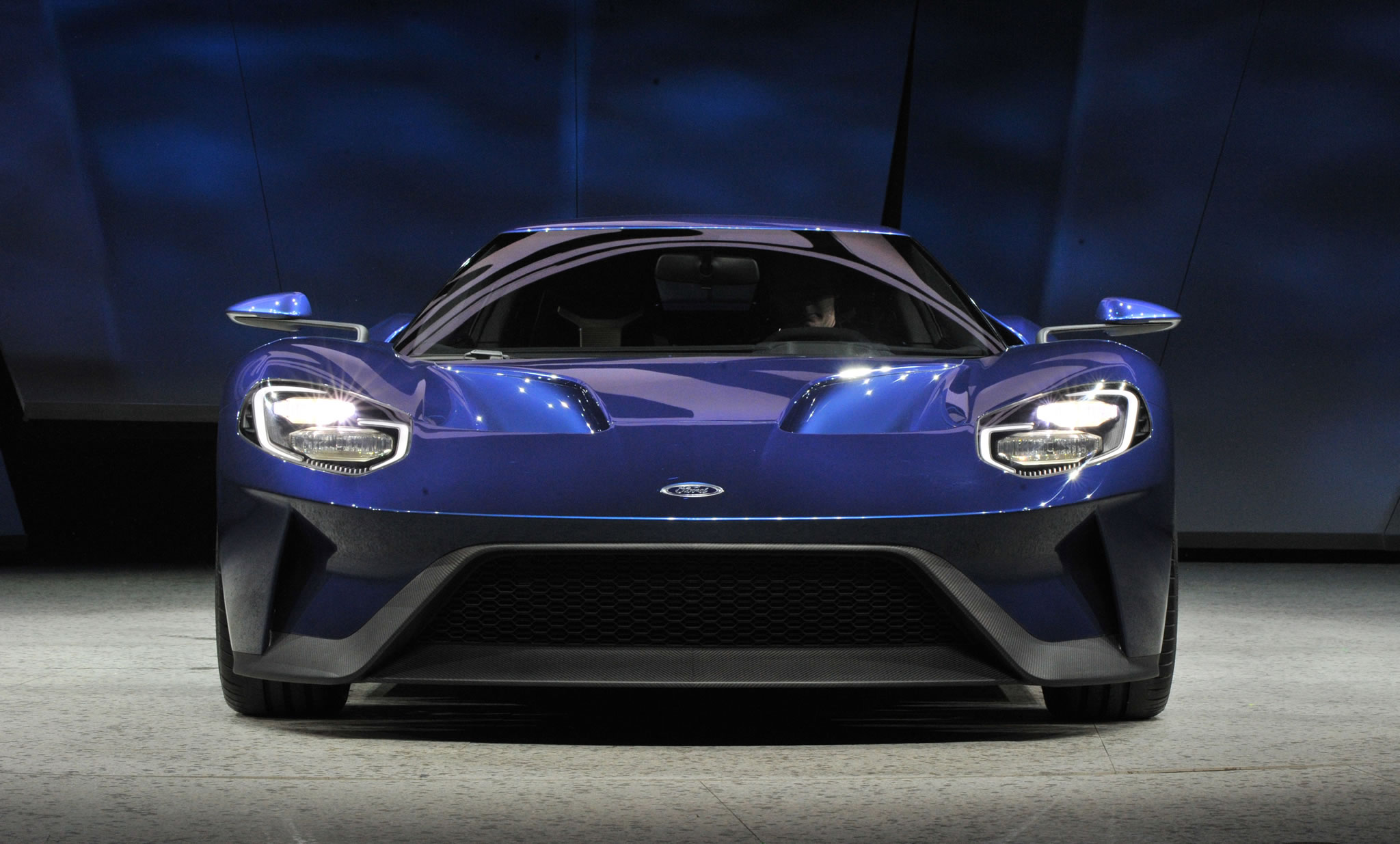 2017 Ford GT at 2015 NAIAS   front photo blue paint size 2048 x 1235 2048x1235