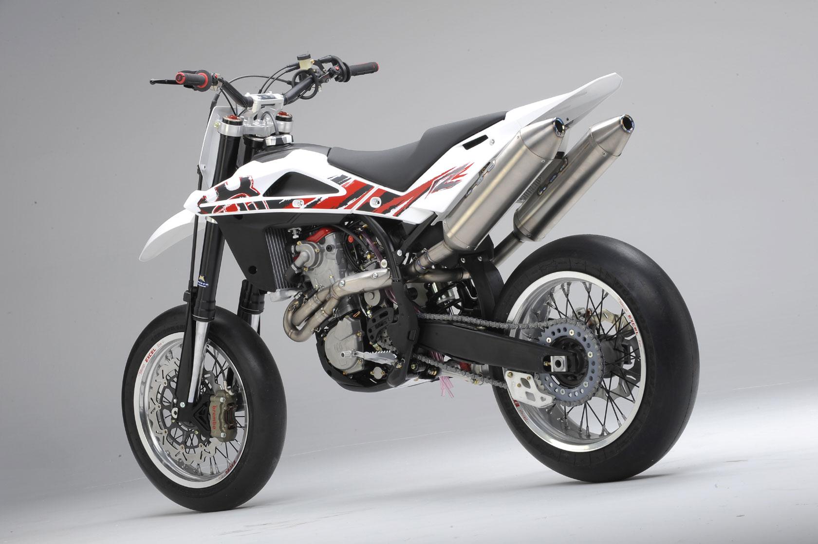 Husqvarna motorcycles pics specs and list of models 1680x1118