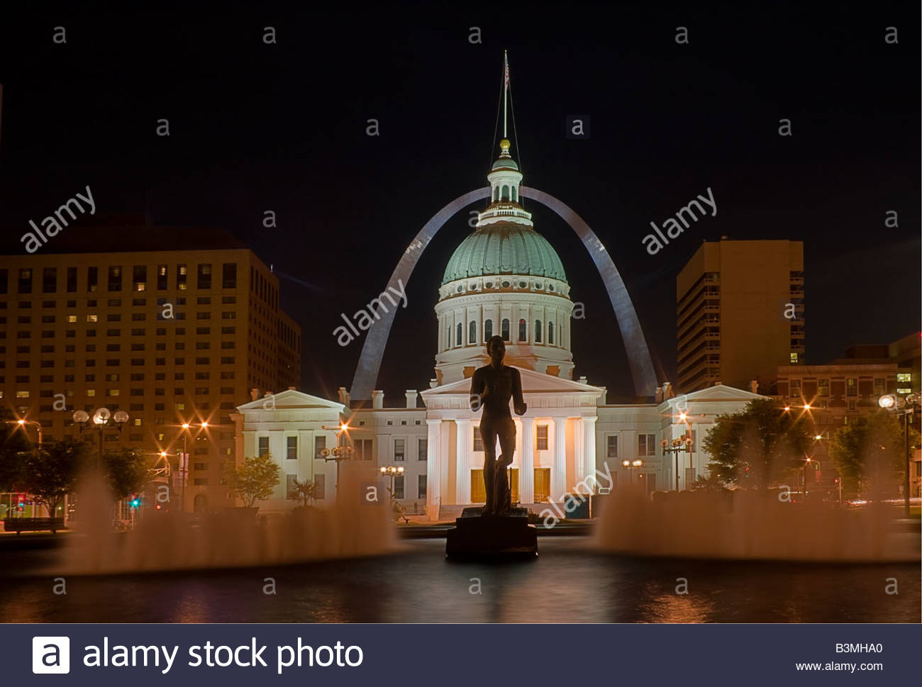 St Louis old court house at night with arch in the background 1300x969