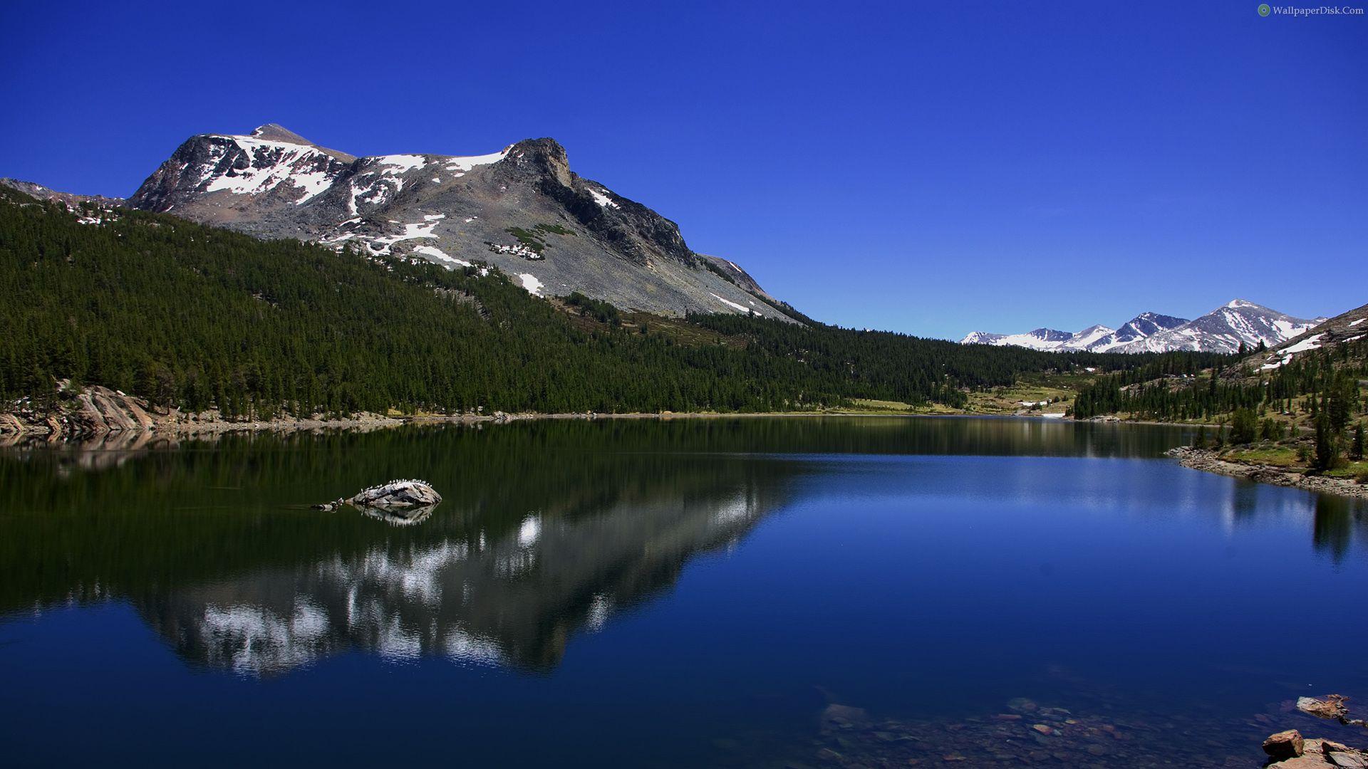 Озеро на горе  № 2948774 бесплатно