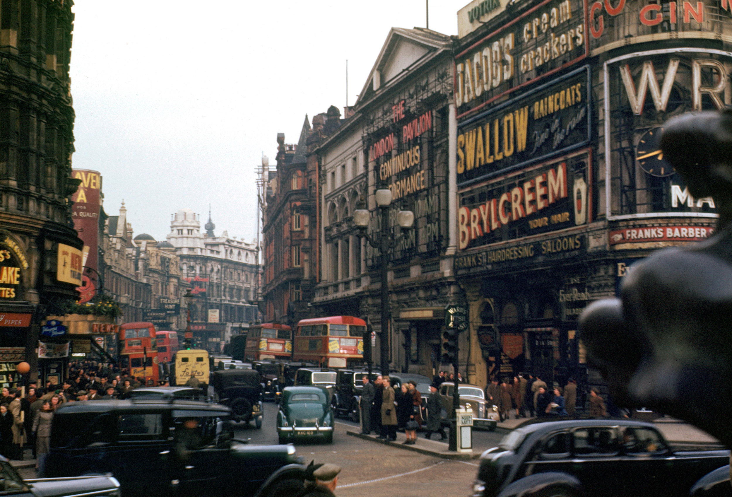 london kodachrome 1940s in colour 415298 2500x1697